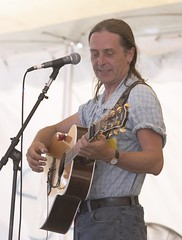 """CRW_8386: Dougie MacLean • <a style=""""font-size:0.8em;"""" href=""""http://www.flickr.com/photos/54494252@N00/12310571/"""" target=""""_blank"""">View on Flickr</a>"""