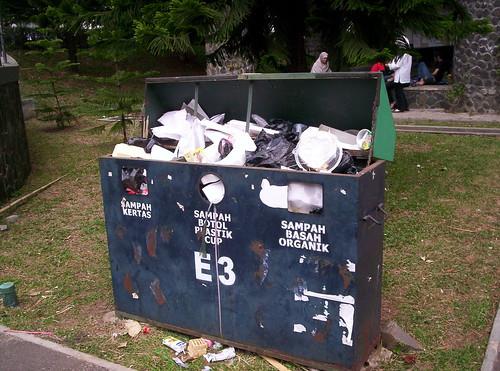 Bak Sampah di ITB (2006)