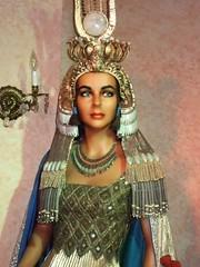 Elizabeth Taylor as Cleopatra VII 2