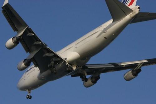 747 airplane emissions