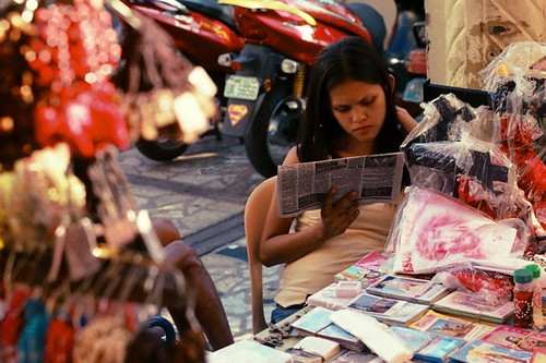 Manila woman street sidewalk vendor  Buhay Pinoy Philippines Filipino Pilipino  people pictures photos life Philippinen  �)
