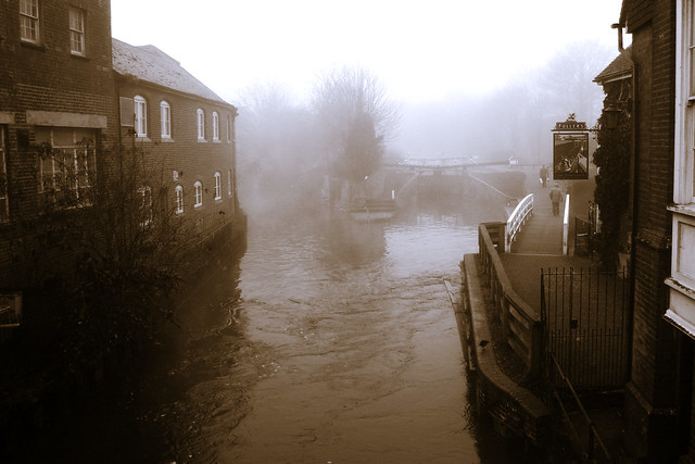 Newbury Lock, by Michael Keen, used under Creative Commons. Click pic for link to photostream.