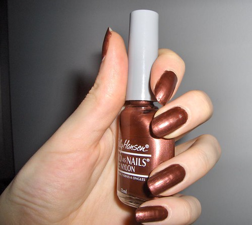But do you see how this brown polish oesnt have the same gloss or deepness? Thats what makes this one a no-no.