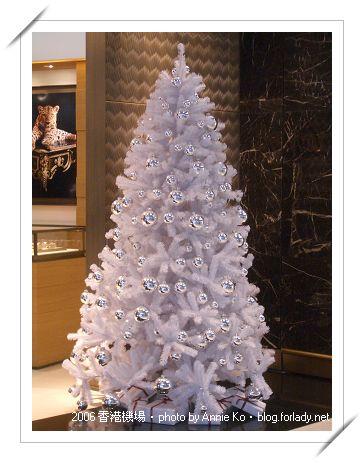 Cartier 門口的白色耶誕樹