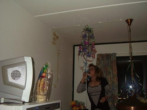 Johanne pynter op til nytårsfest