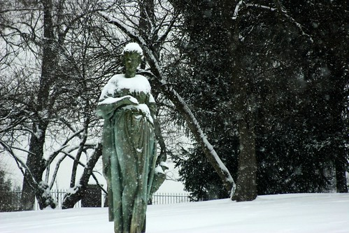 crown hill cemetery statue