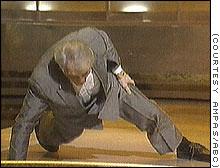 Jack Palance haciendo gimnasia