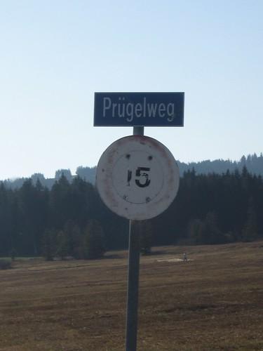 Prügelweg Kurioses Ortsschild Strassenname Schweiz
