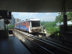 06.Ampang Line的列車要進站了