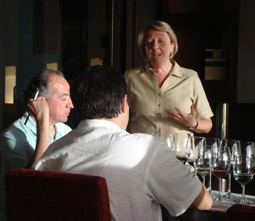 Susana Balbo con los periodistas Hugo Sabogal y Armando Neira