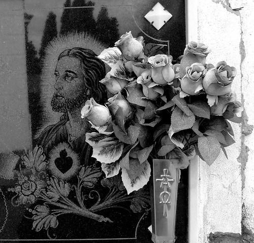 Flores y Cristo