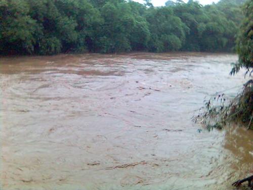 Kondisi Sungai Ciliwung saat banjir besar melanda Jakarta tahun 2007