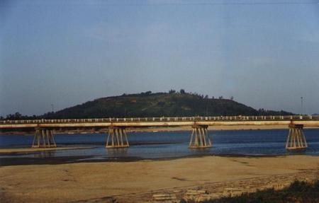 Núi Ấn Sông Trà