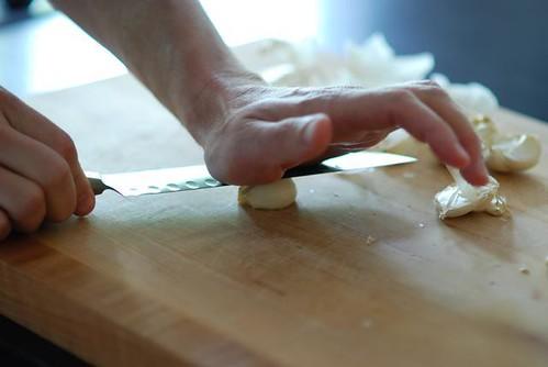 prepping garlic - cookthink