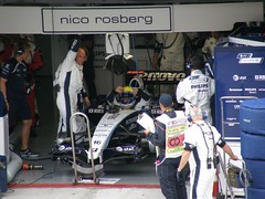 03.Nico Rosberg坐進Williams的賽車裡