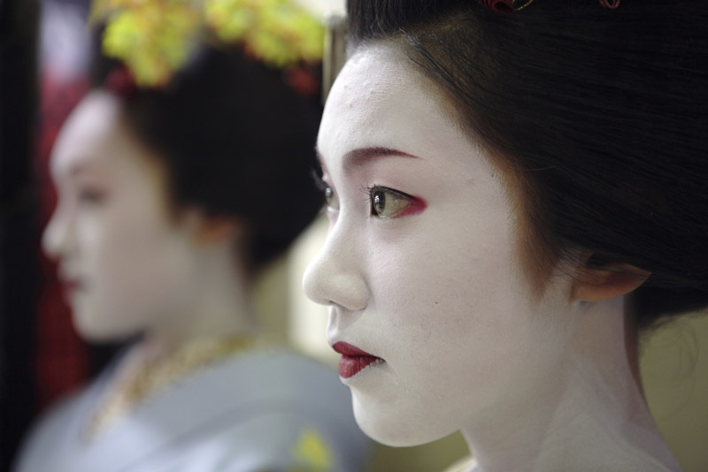 Two maiko - young geishas - of Kyoto 2
