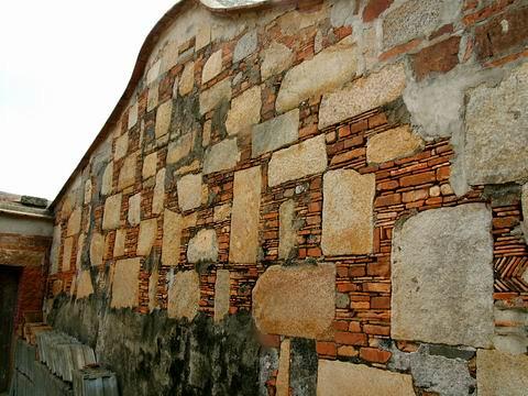 石塊與紅磚的平編組織