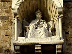 anagni, cathedral: statue of boniface viii