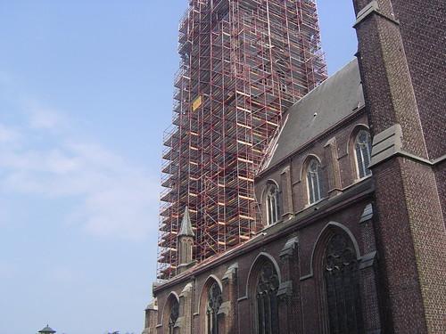 Kerk van Eeklo in de stijgers