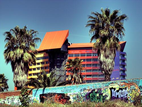 Hotel Puerta América con palmeras