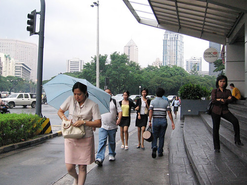 Philippinen  菲律宾  菲律賓  필리핀(공화�) Pinoy Filipino Pilipino Buhay  people pictures photos life Makati Ave, Manila city, commuting,  Philippines, scene, sidewalk, street, woman
