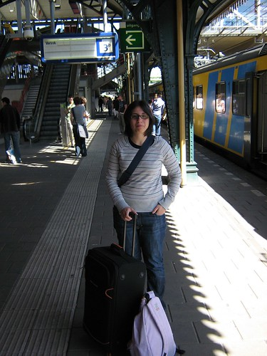 Kat before a train in Den Bosch