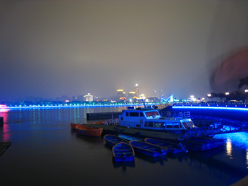 Walking along the Pearl River in Guangzhou, China at night - Can you spot Damon?