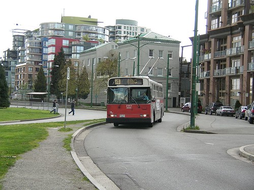 TL 2887 on 4 UBC at 6th and Fir 2006_0417