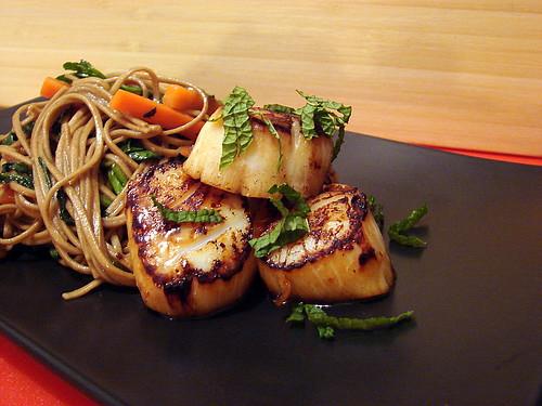 seared scallops sesame udon