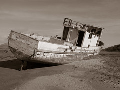Point Reyes: Old boat on the beach