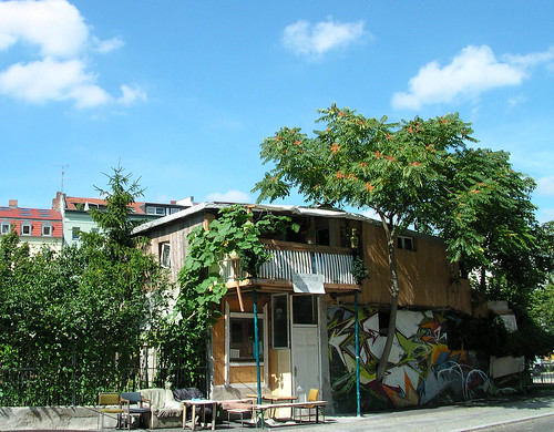 baumhaus an der mauer art bassi alternative arts culture music and spirit webzine. Black Bedroom Furniture Sets. Home Design Ideas
