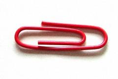 es un clip rojo pues