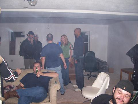 20051113-party-downstairs-1513