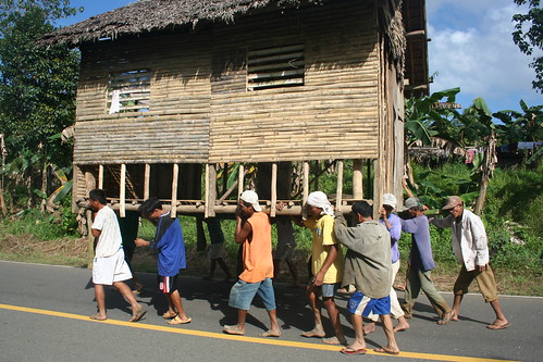 Philippines Pinoy Filipino Pilipino Buhay Life people pictures photos life rural scene, man bayanihan moving tulong
