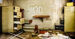 """Die Schublade. Die Schubladen. In diesem Raum sind viele Schubladen herausgezogen, oder liegen auf dem Boden. • <a style=""""font-size:0.8em;"""" href=""""http://www.flickr.com/photos/42554185@N00/32046066472/"""" target=""""_blank"""">View on Flickr</a>"""