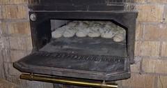 """Der Backofen. Die Backöfen. In diesem Backofen wird Brot gebacken. Es sind viele Brotlaibe im Backofen. • <a style=""""font-size:0.8em;"""" href=""""http://www.flickr.com/photos/42554185@N00/32388368726/"""" target=""""_blank"""">View on Flickr</a>"""