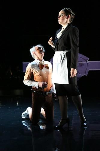Rôle de la Cuisinière dans Wonderful Deluxe (avec Dominique Visse) de Brice Pauset à l'Opéra de Luxembourg. Mise en scène : Stéphane Ghislain Rousel.