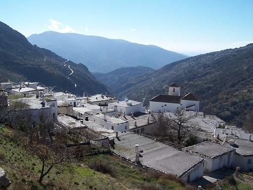 La ville de Bubion. La ferme sur laquelle je travaille est de lautre côté de la vallée.