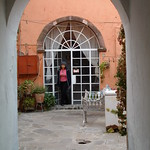 "Photography Studio of La Escuela de Bellas Artes <a style=""margin-left:10px; font-size:0.8em;"" href=""http://www.flickr.com/photos/36521966868@N01/4716582/"" target=""_blank"">@flickr</a>"