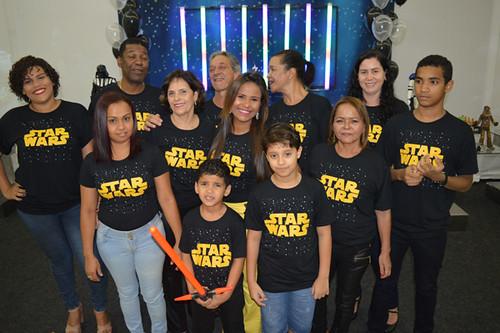 A família literalmente vestiu a camisa do Jedi Jhon