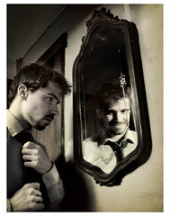 Mirrored self-misidentification
