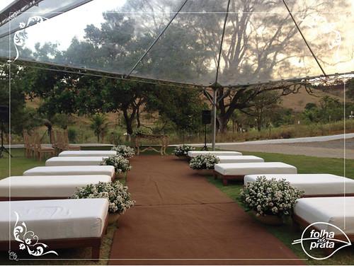 Conforme desejo da noiva, tapetes e tendas podem ser dispostos no cenário belíssimo