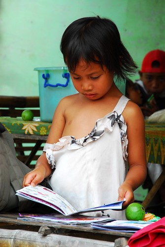 Philippinen  菲律宾  菲律賓  필리핀(공화�) Pinoy Filipino Pilipino Buhay  people pictures photos life San Carlos, Philippines girl reading