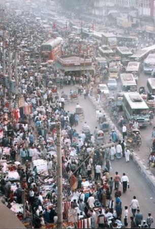 Dhaka streets (Bangladesh) - Photo : Ahron de Leeuw