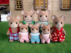 Norwood Mouse Family (UK) by magw21