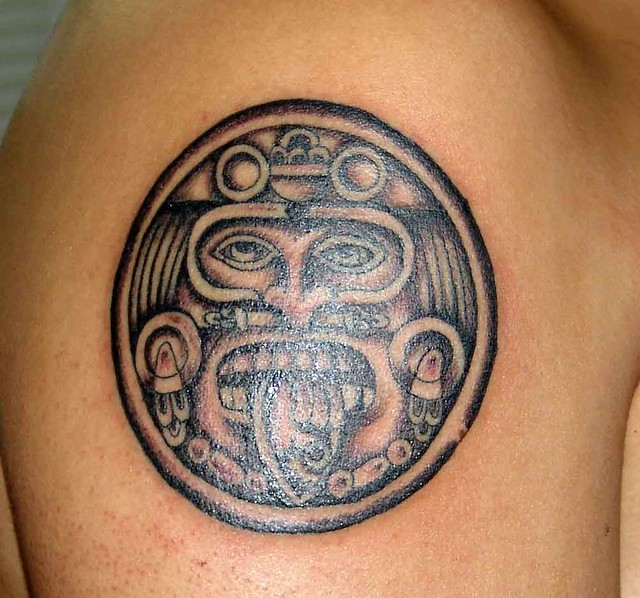 Tatuaje calendario azteca Pupa Tattoo Granada. Pupa Tattoo Art Gallery