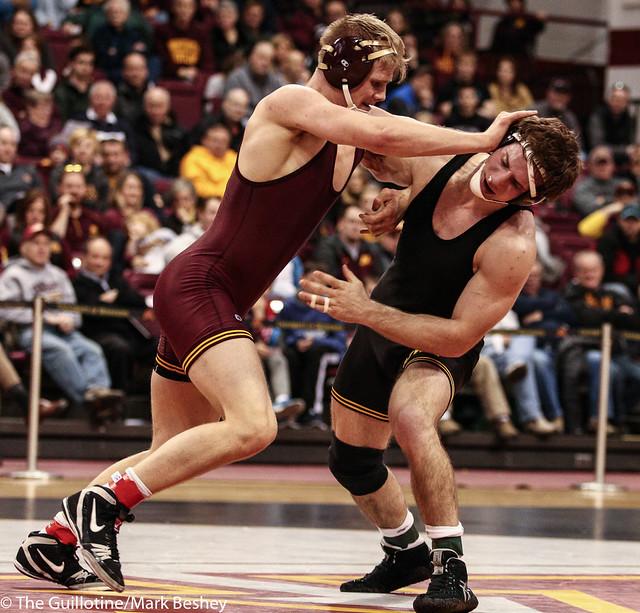 174: No. 11 Alex Meyer (Iowa) maj dec Chris Pfarr (Minn), 9-1 | Minn 0 – Iowa 15