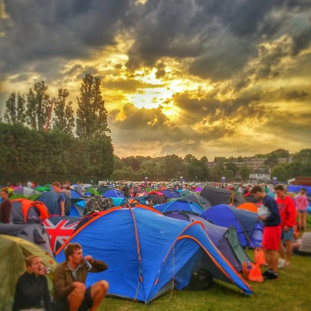#Queuing for #magicMonday at #Wimbledon #wimbledon2015 #queue #sunset #tent #camping #sun #cloud #godray #beautiful