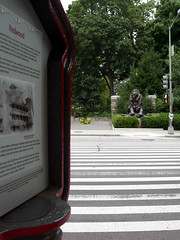 National Zoo entrance on Connecticut Avenue