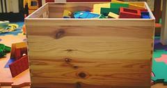 """Die Spielzeugkiste. Die Spielzeugkisten. Nach dem Spielen kommen die Spielsachen wieder in die Spielzeugkiste. • <a style=""""font-size:0.8em;"""" href=""""http://www.flickr.com/photos/42554185@N00/30950581694/"""" target=""""_blank"""">View on Flickr</a>"""